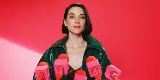 "St. Vincent rosa Artwork zum Album ""Masseduction"""