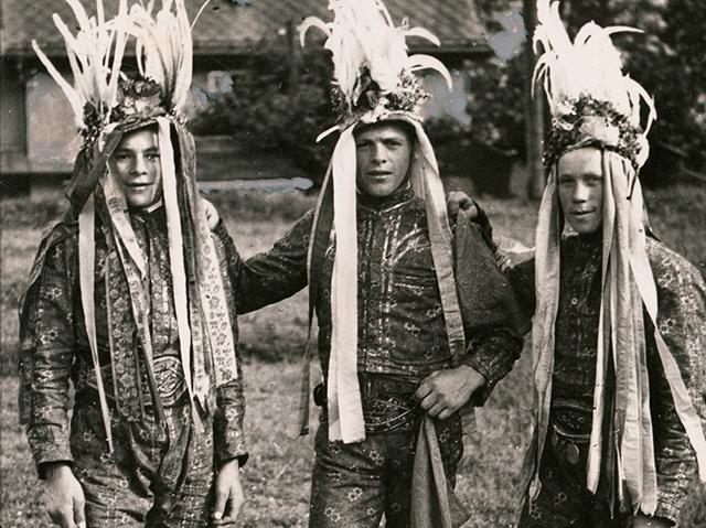 Drei junge Tresterer beim Gautrachtenfest in Zell am See, 1937