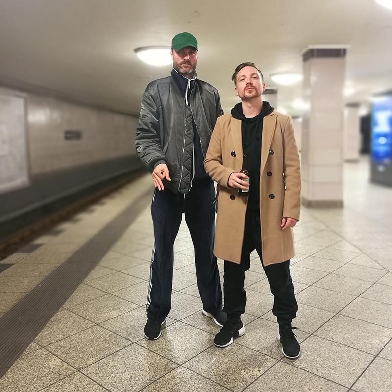 Daniel Schreiber von den Twintowas mit Nvie Motho in Berlin.