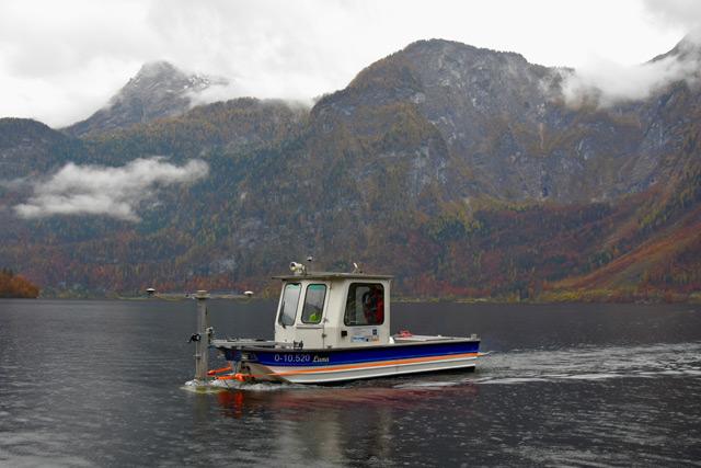 Forschungsboot am Hallstätter See