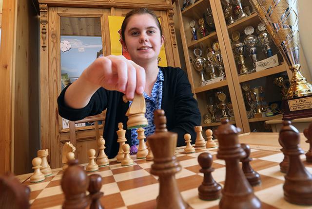 Die 14-jährige Jana Schneider ist 2017 deutsche Schachmeisterin der Frauen geworden