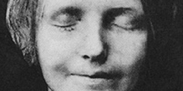 """Totenmaske der """"Toten aus der Seine"""""""