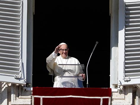 Papst Franziskus beim Gebet zu Allerheiligen 2017