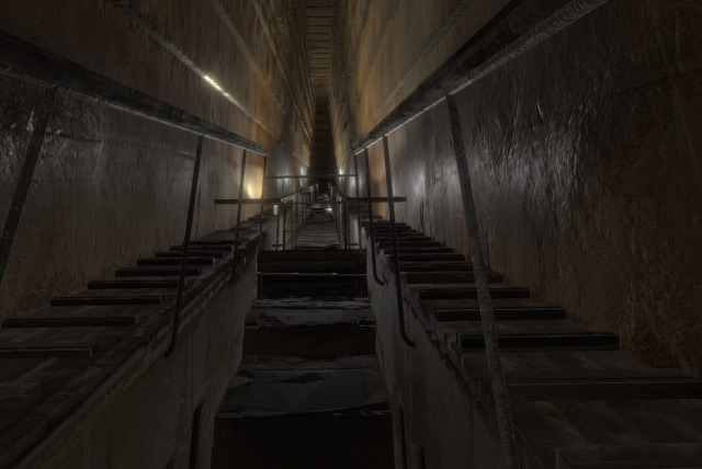 Die bekannte Große Galerie in der Pyramide