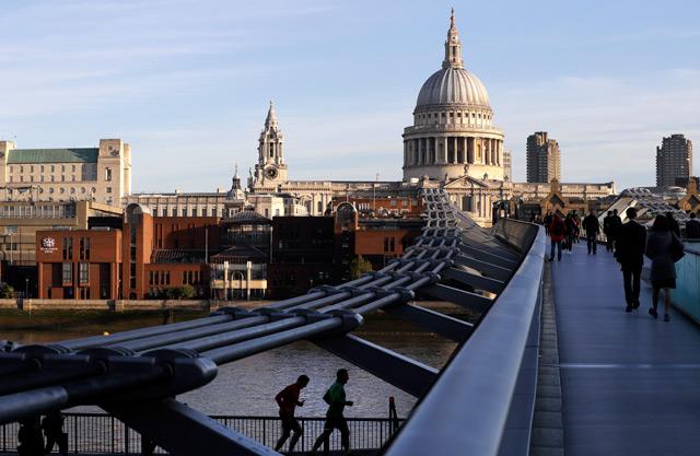 die Londoner Millennium Bridge