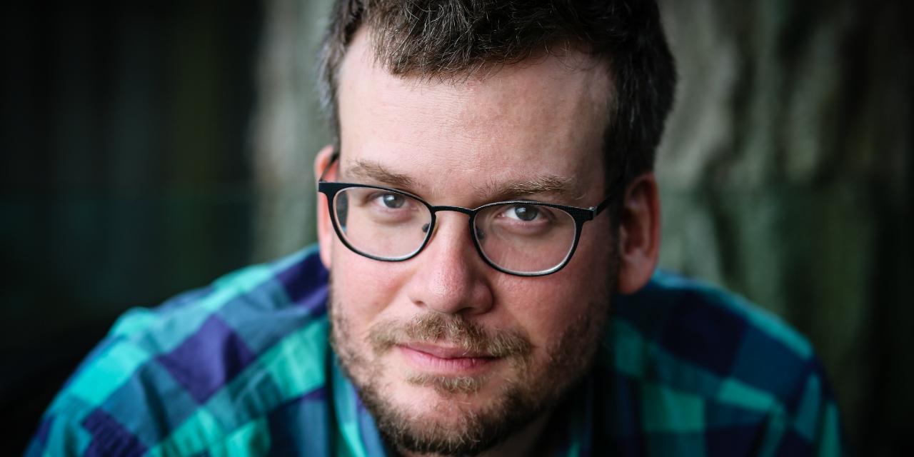 Portraitfoto des amerikanischen Autors John Green