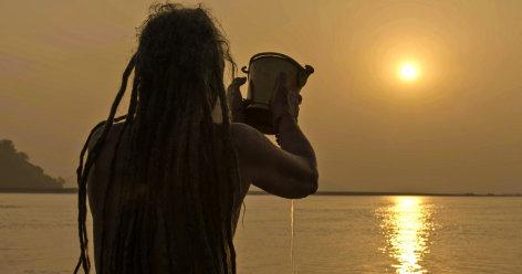 Brahmaputra, Einheimischer beim Gebet