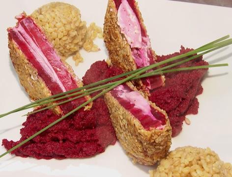 Rote Rüben-Schnitzel gefüllt mit Frischkäse