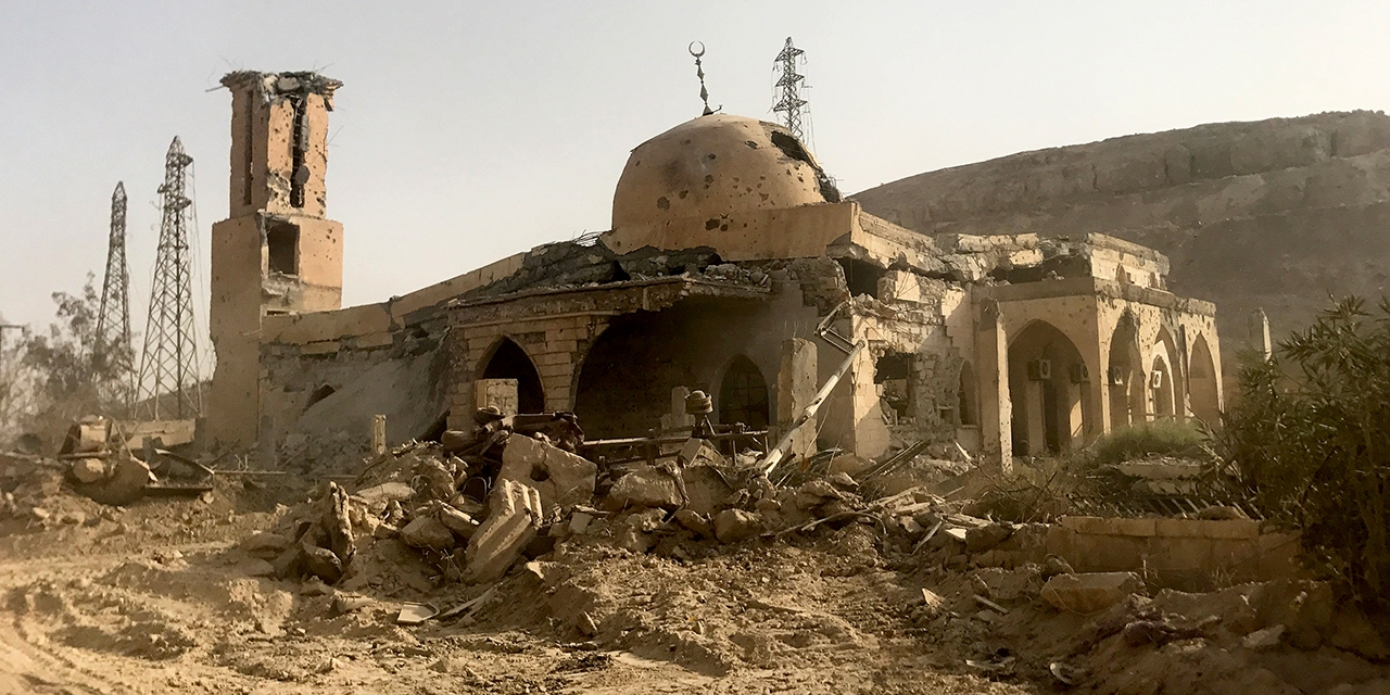 Zerstörte Moschee in einer syrischen Stadt