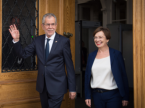 Bundespräsident Alexander Van der Bellen und Ehefrau Doris Schmidauer