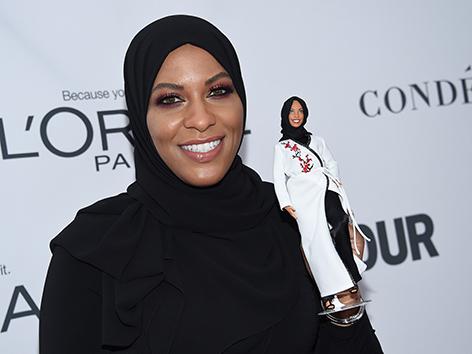 Ibtihaj Muhammad mit Hidschab-Barbie