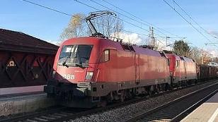 Puch / Bahnhof / Zug
