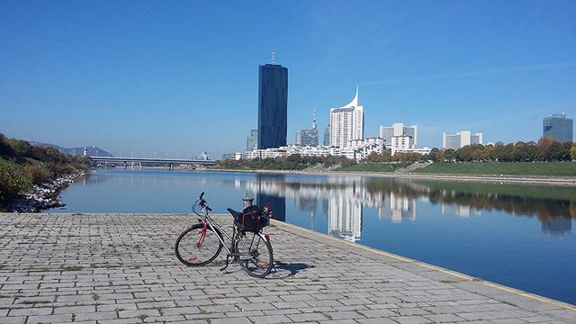 Fahrrad an der Donau