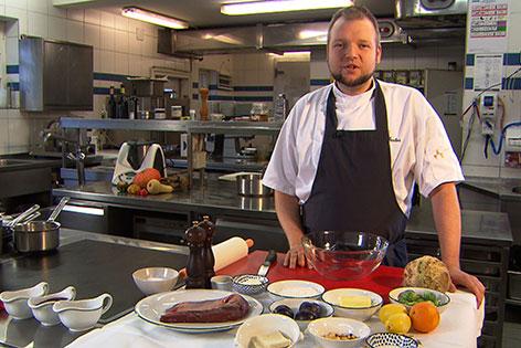 Walter Seelos, Küchenchef im Schlosswirt Anif, in der Küche