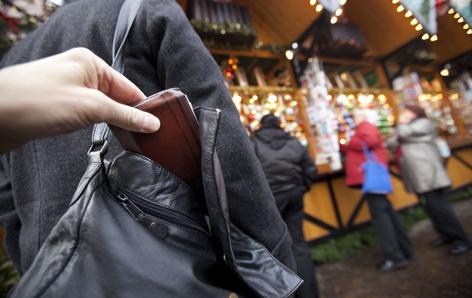 Taschendieb, Diebstahl auf Christkindlmarkt