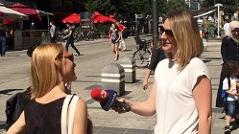 Ö3-Reporterin Petra Mödlhammer bei der Arbeit