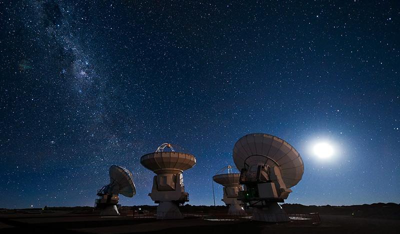 Das Atacama Large Millimeter/submillimeter Array (ALMA) - das größte Radioteleskop der Welt.