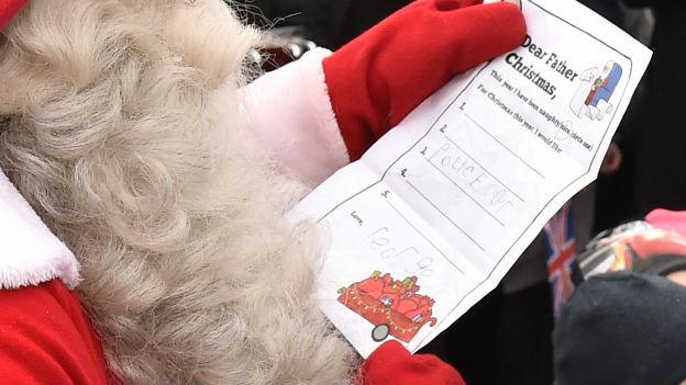 Prinz William gibt Wunschzettel beim Weihnachtsmann ab