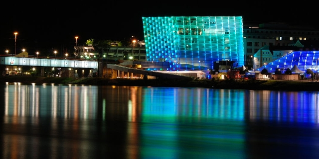 Linz: Donau und Ars Electronica Center