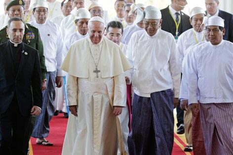 Papst Franziskus mit Religionsvertretern in Myanmar