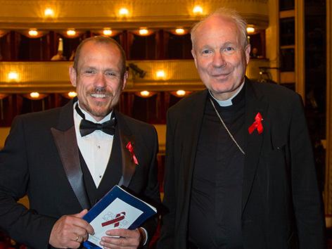 Kardinal Christoph Schönborn und Gery Keszler beim Red Ribbon Celebration Concert 2016 im Wiener Burghteater.
