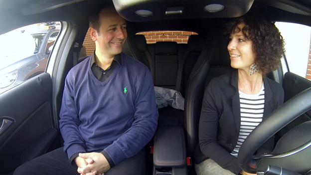 Sandra König im Auto