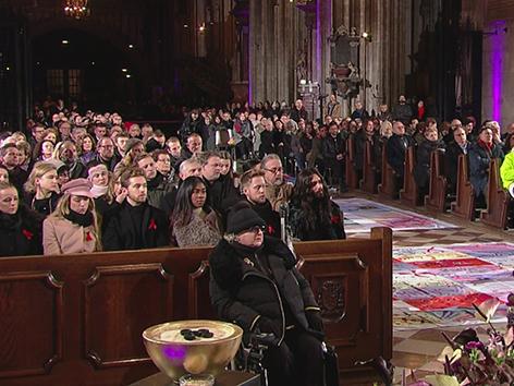 Kardinal Christoph Schönborn und Live Ball Organisator Gery Keszler bei AIDS-Gedenkgottesdienst im Wiener Stephansdom.