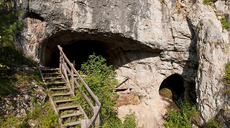 Eingang zur Denisova-Höhle in Südsibirien