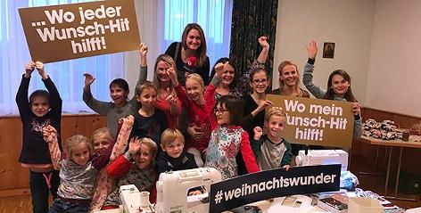 Gabi Hiller mit Kindern der Kinderkirche Allhaming