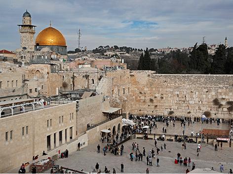 Blick auf die Klagemauer und den Felsendom in Jerusalem