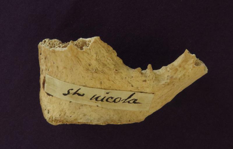 Knochenfragment, vielleicht vom Heiligen Nikolaus