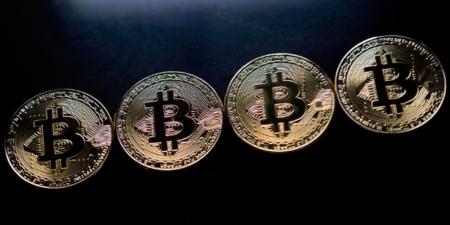 Gold plated souvenir Bitcoin coins