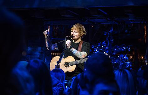 Ed Sheeran auf der Bühne in Hintertux