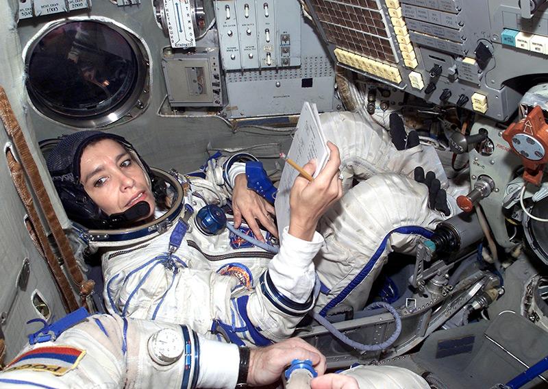 Claudie Haigneré 2001 an Bord einer russischen Sojus-Rakete