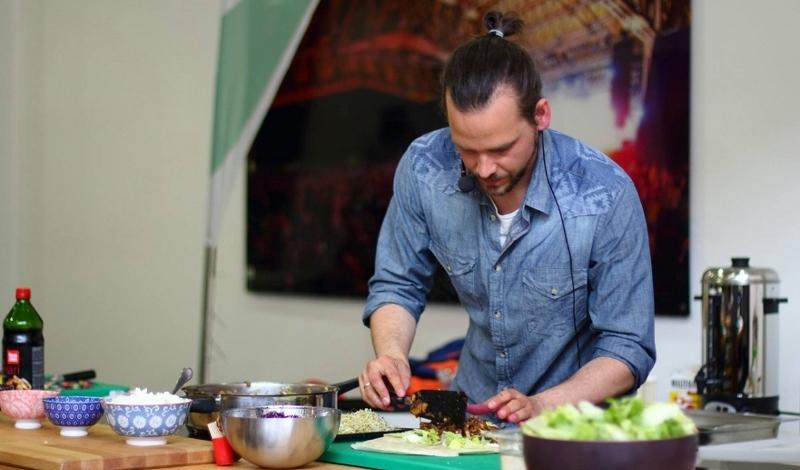 Stephan Schnedlitz beim Kochen
