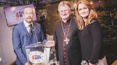 Manfred Scheurer, Bischof der Diözese Linz zu Robert Kratky, Gabi Hiller und Andi Knoll ins gläserne Ö3-Studio.