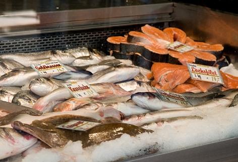 Marktstand mit Fisch