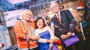 Sabrina und ihre Eltern in der Ö3-Wunschhütte