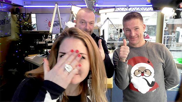 Robert Kratky, Gabi Hiller und Andi Knoll vor der Selfiecam beim Ö3-Weihnachtswunder