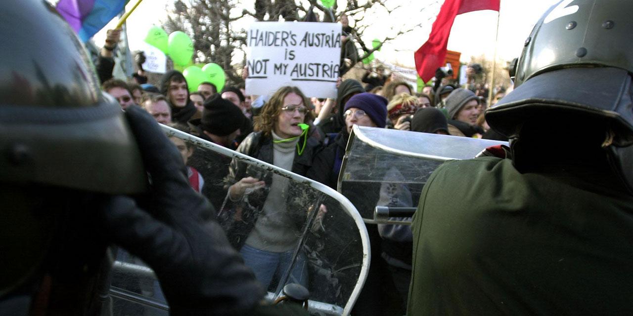 Zusammenstöße während der Proteste gegen die Angelobung der Regierung 2000
