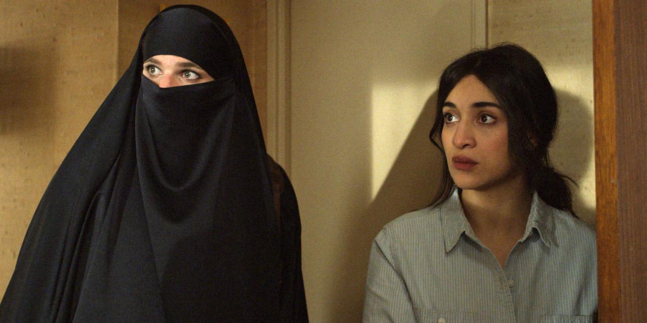 Zwei Frauen, eine davon mit Niqab
