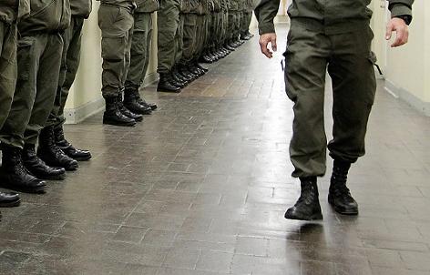 Schuhe von Soldaten