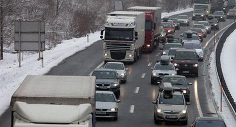 Stau auf der Autobahn Winter