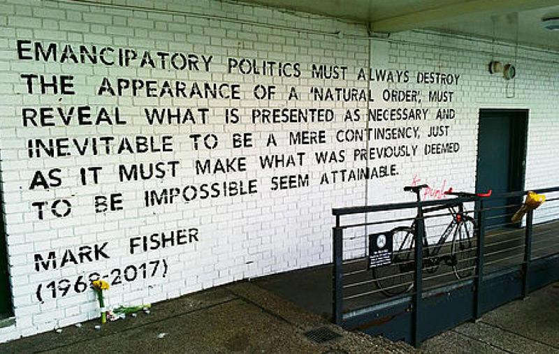 Text von Mark Fisher an Hausmauer