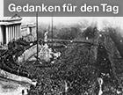 Demonstration vor dem Parlament anlässlich der Ausrufung der Republik Deutsch-Österreich 1918