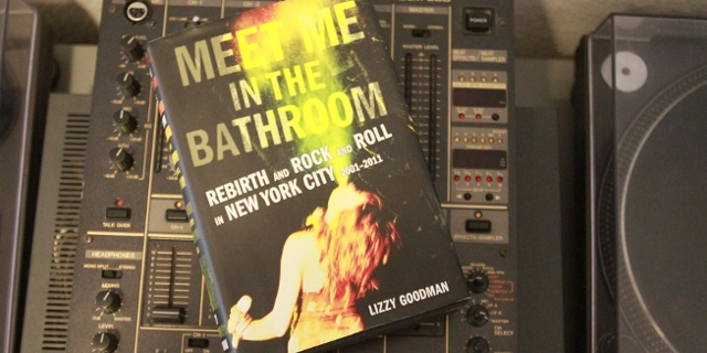 "Buchumschlag ""Meet Me In The Bathroom"""