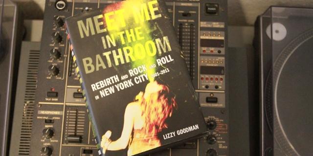 "Buchumschlag ""Meet Me In The Bathroom"""