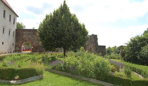 Kräutespirale imm Kloster Pernegg
