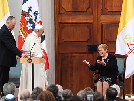 Papst Franziskus und die chilenische Präsidentin Michelle Bachelet