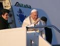 Papst Franziskus besteigt das Flugzeug nach Chile